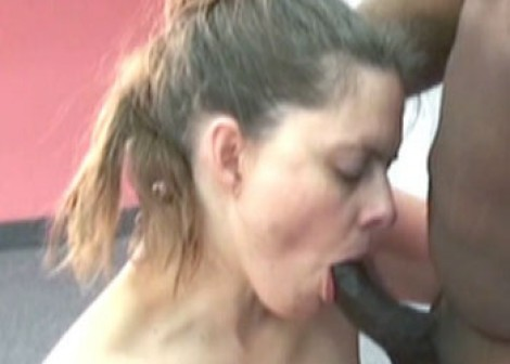 Mature slut Natasha sucks some black dick