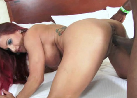 Helena takes a dick in her mature pussy